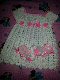 Vestido tejido a crochet para bb