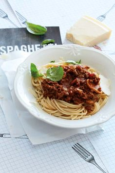 This sounds like the recipe my granny used to make! I am so gonna try it out! Rice Dishes, Tasty Dishes, My Favorite Food, Favorite Recipes, Good Food, Yummy Food, Spaghetti Bolognese, Italian Dishes, Pasta Recipes