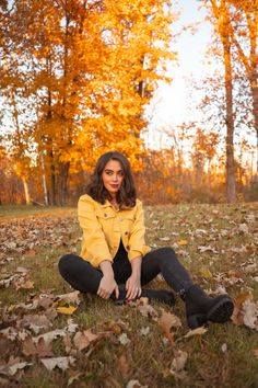 😍 🍂 Today we're kicking off the imminent fall season with a video sharing 20 outfit ideas for the fall season! Cute Poses For Pictures, Fall Pictures, Fall Photos, Halloween Movies, Halloween Town, Halloween Inspo, Autumn Photography, Girl Photography Poses, Autumn Instagram