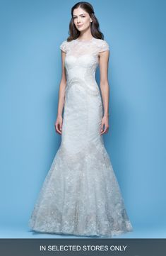 Buy CAROLINA HERRERA Jessica Illusion Cap Sleeve Chantilly Lace Mermaid Gown online. [$7990]?@ 1newuspro