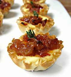 It's the bacon jam recipe.Baked Brie and Bacon Jam Phyllo Cups - Zoom 4 Bite Size Appetizers, Yummy Appetizers, Appetizer Recipes, Wedding Appetizers, Bacon Recipes, Cooking Recipes, Burger Recipes, Phyllo Cups, Phyllo Dough