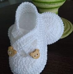 Crochet Baby Boots, Crochet Shoes, Knit Or Crochet, Free Crochet, Knitting Patterns, Crochet Patterns, Baby Shoes Pattern, Baby Kit, Dainty Bracelets