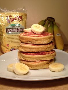 These are the fluffiest pancakes I've seen on here, gonna have to give them a try! Paleo Banana Protein Pancakes 4 eggs at room temperature cup coconut flour tsp sea salt banana mashed 2 tsp pure vanilla extract 1 tsp baking soda Paleo Recipes, Low Carb Recipes, Whole Food Recipes, Cooking Recipes, Paleo Meals, Breakfast Desayunos, Breakfast Recipes, Banana Protein Pancakes, Paleo Pancakes