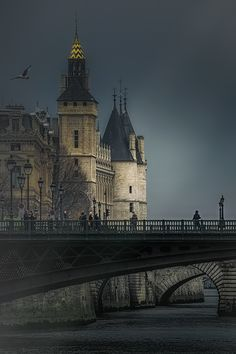 thepictorialist:On the river—Paris, France 2015 www.joselito28.tumblr.com