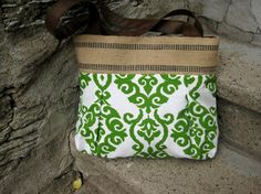 Kelly likes green. Handbag