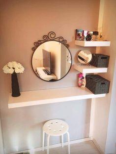 Stunning Makeup Room Design Ideas In Your Small Space – Diy Vanity Makeup Table Vanity, Diy Vanity, Vanity Ideas, Small Vanity, Closet Vanity, Closet Mirror, Makeup Desk, Makeup Vanities, Mirror Ideas