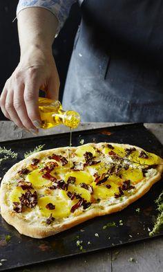 Tattipizza   Maku Hawaiian Pizza, Vegetable Pizza, Smell Good, Ricotta, Vegetables, Baking, Koti, Friday, Cheese