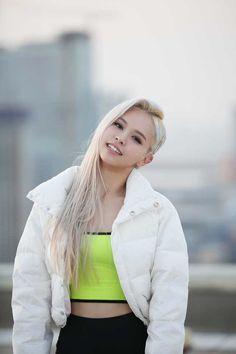 K-Pop Babe Pics – Photos of every single female singer in Korean Pop Music (K-Pop) Kpop Girl Groups, Korean Girl Groups, Kpop Girls, K Pop, Loona Kim Lip, Fandom, Idole, Yuehua Entertainment, Popular Music
