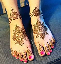 Looking for easy mehndi designs that you can try at home? We have saved some of the simple mehandi designs for beginners, which are perfect for all your occasions in Dulhan Mehndi Designs, Mehandi Designs, Mehendi, Mehndi Designs Feet, Latest Bridal Mehndi Designs, Legs Mehndi Design, Mehndi Designs 2018, Engagement Mehndi Designs, Mehndi Designs For Girls