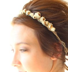 In love with this daisy hair halo.