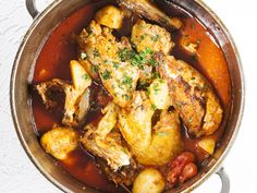 One-pot chicken. A complete and delicious meal, made in one pot only in less than an hour. South African Recipes, Ethnic Recipes, Kos, One Pot Chicken, Soul Food, Food Inspiration, Chicken Recipes, Curry, Cooking Recipes