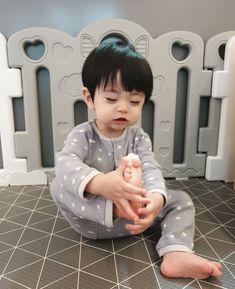 Cute Baby Boy, Lil Baby, My Baby Girl, Cute Kids, Baby Kids, Cute Asian Babies, Korean Babies, Asian Kids, Cute Babies Photography
