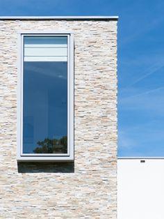 Architecture: Boxxis Architecten Photography: Buonq #Flagstonecompany #Naturalstones #Stonestrips #Home #Exterior #Villa #House #Facade #Facadedesign #Homedesign #Exteriordesign #Villadesign #Housedesign #Homeinspiration #Villainspiration #Walldecoration #Stonewall #Homedecoration #Housedecoration #Modernhome #Luxury #Architecture #Natuurstenen #Steenstrips #Exterieur #Wooninspiratie #Exterieurinspiratie #Landhuis #Wandbekleding #Stenenmuur #Gevel #Gevelstenen #Architect #Huisinspiratie Contemporary Design, Furniture Design, House Design, Dream Houses, Outdoor Decor, Modern, Explore, Home Decor, Ideas
