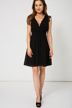 BLACK V-NECK DRESS WITH LACE DETAIL