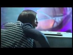 Alicia Keys backstage Girl on Fire music video pinned by Alicia Keys