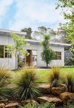 Despite its contemporary renovation, this 1950s fibro beach shack retained its original facade.