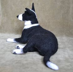 I can make a toy which will look like a portrait copy of your pet. For this you should email me some pictures of your pet (shots are to be done at various angles). I'll make this item for your order in a week term (in case I don't have a rush with other orders which are made prior to yours