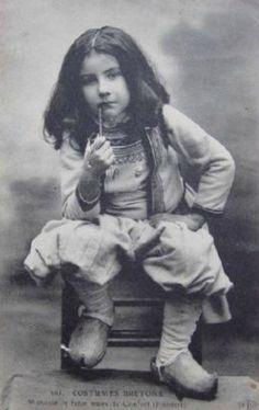 en laine et flax natvrel Alter Ego, Vintage Photographs, Vintage Photos, Folk Costume, Costumes, Regional, Brittany France, Celtic Music, Kool Kids