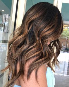 102 Best Hair Dye Ideas for 2019 Find the best hair colour trends & discover the trending hair dye ideas for From blonde, brunette, ombre, rainbow & balayage, get inspired now. Balayage Hair Caramel, Hair Color Caramel, Hair Color Balayage, Babylights Blonde, Balayage Hair For Brunettes, Brunette Balayge, Blonde Brunette Hair, Balayage Hair Brunette Caramel, Hair Bayalage