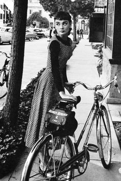 Audrey hepburn on the set of the film ' audrey hepburn s Style Audrey Hepburn, Aubrey Hepburn, Katharine Hepburn, Divas, My Fair Lady, Rock And Roll, My Idol, Style Icons, Nice Dresses