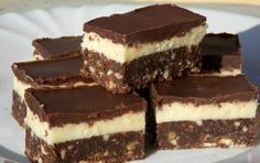 The very tasty Nanaimo bars are a popular Canadian dessert, which were named after the town of Nanaimo in British Columbia, and later its popularity spread to the whole North . My Recipes, Cookie Recipes, Dessert Recipes, Desserts, Nanaimo Bars, Canadian Food, Salty Snacks, Hungarian Recipes, Vegetarian Recipes Easy