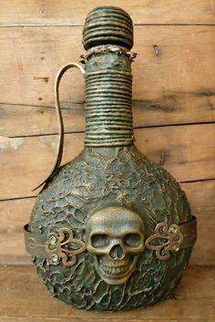 Make your own pirate treasure. Tutorial by Angelica. Bottle-Hot Glue Gun-Hemp Rope- Paint-Charm Embellishments