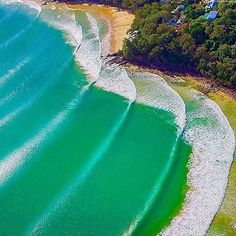 Awesome waves off Noosa Heads Queensland. Double TAP  if this inspire to you!!! - Follow our IG @eupterrae  for more Great Travel & Nature photos ================================== TAG #eupterrae for a shoutout   @paulsmithimages ================================== #beach #sun #nature #water #ocean #lake #instagood #photooftheday #beautiful #sky #clouds #cloudporn #fun #pretty #sand #reflection #amazing #beauty #beautiful #shore #waterfoam #seashore #waves #wave