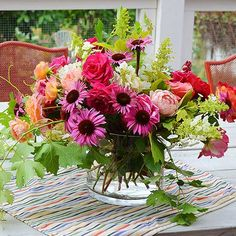 Love the use of grapevine in this arrangement!