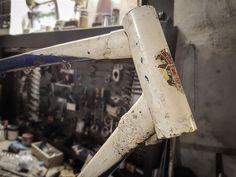 Restauración bh años 60 para la Taberna  La Fragua de Vito.  #pintura #pintura bicicletas #diseño #personalización #pintura a la carta #restauración #bicicletas #reparación  #acero #carbono #customización  #diseño a la carta #bicycles #paint #painting #custom  #cycles  #bike #restoration #customize  #steel  #steel is real #heho a mano #artesanal  #artesanía en bicicletas  #handmade #Madrid  #design