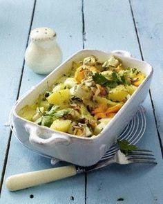 Das Rezept für Mairübchen-Kartoffelauflauf mit Möhren in Käsesoße und weitere kostenlose Rezepte auf LECKER.de
