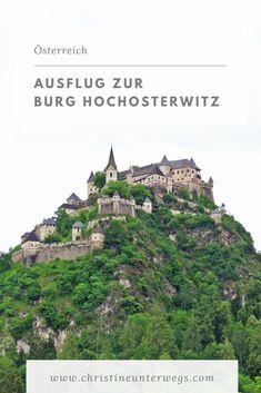 Die Burg Hochosterwitz lässt die Herzen von Mittelalterfans höherschlagen! Der Spaziergang durch die Tore, zur Kirche und zur Hauptburg fühlt sich an wie eine Reise in die Vergangenheit. Reisen In Europa, Travel Tips, Teenager, Adventure, Bergen, Kind, Tricks, Group, Round Trip