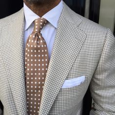 "of wearing a Viola Milano ""Classic Polka Dot self-tip silk - Sand"" tie & handrolled White Linen pocket square… Worldwide shipping with express as standard during May at. Sharp Dressed Man, Well Dressed Men, Mens Fashion Suits, Mens Suits, Terno Slim, Style Costume Homme, Herren Outfit, Fashion Mode, Suit And Tie"