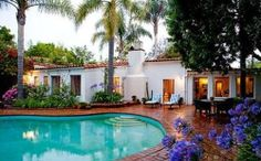 Last home of Marilyn Monroe. I must visit it, to stand at the gate will be just magical!
