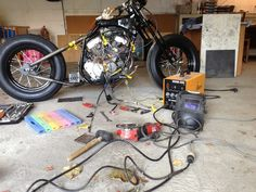 Yamaha Virago XV 250 '93 Hardtail Bobber Conversion: Headlight and battery box