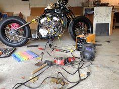 Yamaha Virago XV 250 '93 Hardtail Bobber Conversion: Headlight and battery box