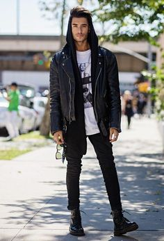 Look At These Men's Jackets. Discover some good men's fashion. With so much style for guys to choose from these days, it can be a daunting encounter. Dr Martens Outfit, Boy Fashion, Mens Fashion, Street Fashion, Fashion Styles, Fashion Trends, Toni Mahfud, Mode Man, Leather Jacket Outfits
