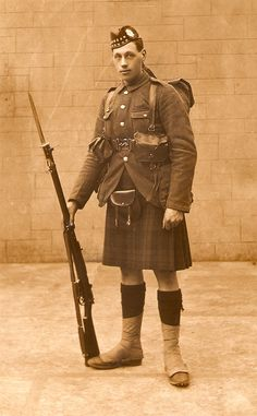 1/9th (Highlanders) Battalion Royal Scots soldier ww1 - 14DL