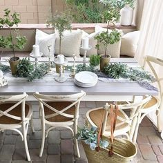 You have to see this shabby chic outdoor space decor idea with a breakfast patio. Love it! #HomeDecorIdeas @istandarddesign