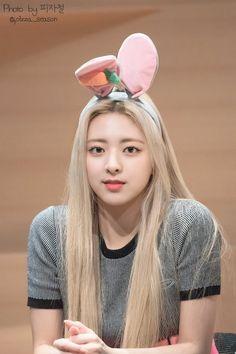 Kpop Girl Groups, Korean Girl Groups, Kpop Girls, Plait, Girl Bands, South Korean Girls, My Girl, Rapper, Fandom