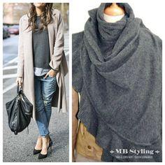 Is het nog even te fris??  Lamswollen poncho over jouw vest en gaan....... Verkrijgbaar in 12 actuele kleuren. I love it!! Bestel op: https://www.mbstylingshawls.nl/c-714708/passigatti-lamswollen-poncho-shawls/