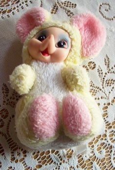 Vintage RUSHTON Little MouseToy Doll. Does it have a cleft palate? o_o