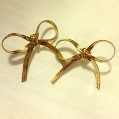 NWOT Gold Bow Earrings Francesca's Collection gold bow earrings. New without tags, never been worn! A little over an inch big Francesca's Collections Jewelry Earrings