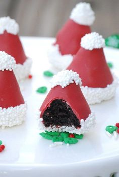 These Santa Hat Oreo...