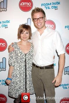 Are eric and nell dating ncis la