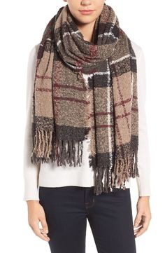 The soft bouclé texture adds to the coziness of this generously sized scarf in a choice of signature Barbour plaids.