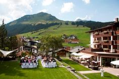 Ein Juwel in den Alpen: Der Berghof Lech Mansions, House Styles, Home Decor, Getting Married, Places, Vacations, Mariage, Nice Asses, Alps