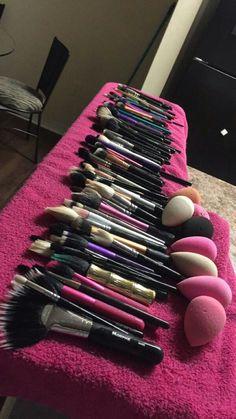 Follow @henny.naaay on instagram Makeup Dupes, Makeup Kit, Makeup Brush Set, Diy Makeup, Makeup Cosmetics, Makeup Beauty Room, Makeup Rooms, Makeup Storage, Makeup Organization