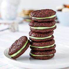 Lyxiga dubbelkakor med fräsch mintfyllning. Fika, Cute Cakes, Afternoon Tea, Brownies, Tart, Favorite Recipes, Treats, Cookies, Breakfast