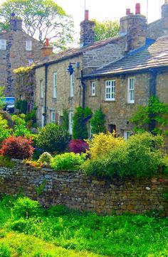 The picturesque village of Gayle is found amidst the glorious scenery of the Yorkshire Dales National Park. It is on the passage of the Pennine way, close to Hawes and the National Park Centre. The village is surrounded by stunning fell scenery - Gayle, Yorkshire Dales, North Yorkshire, England, UK