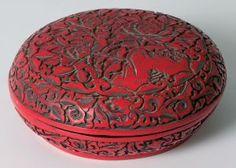 Červená dóza | Aukce obrazů, starožitností | Aukční dům Sýpka